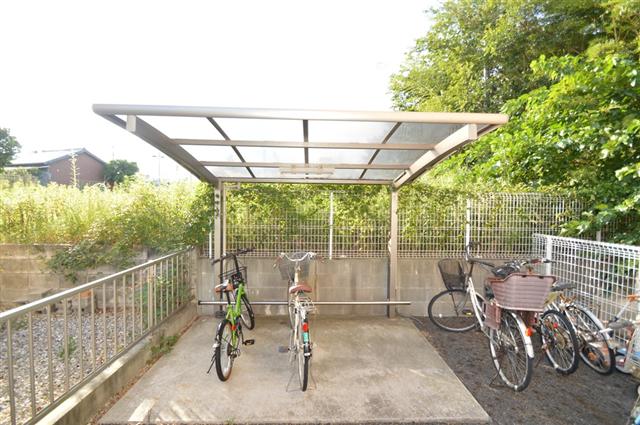 屋根付きの駐輪場で、雨から大切な自転車を守ってくれます◎