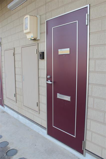 赤茶色のシックな玄関♪