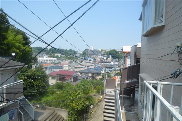 建物から住宅街が見下ろせます♪