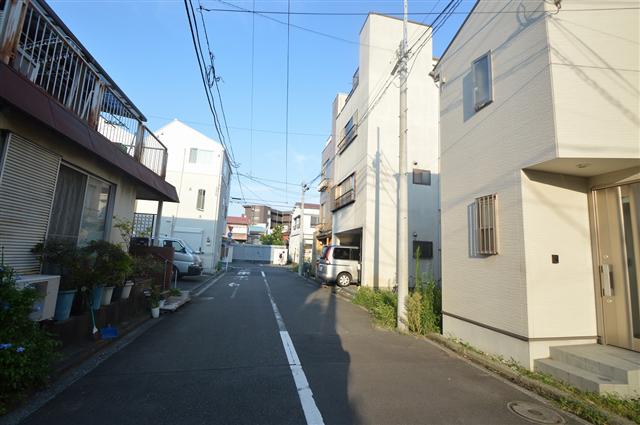 前面道路幅員約6m。