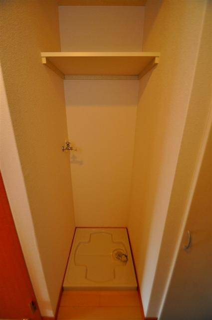 収納スペース付きの室内洗濯機置き場!