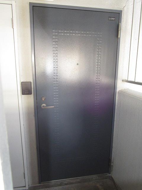重厚感のある玄関ドア!インターホン付♪