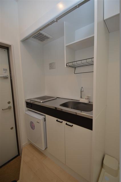 使い勝手の良いキッチンスペース!小型冷蔵庫完備!