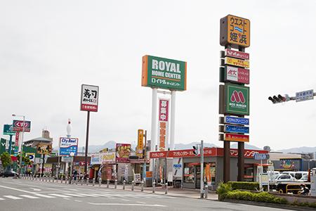 複合商業施設「ウエストコート姪浜」まで徒歩5分!