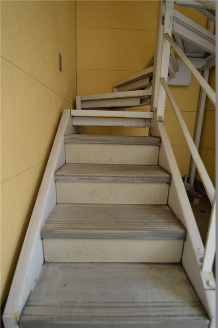 共用階段の鉄部塗装は弊社へご相談下さい!