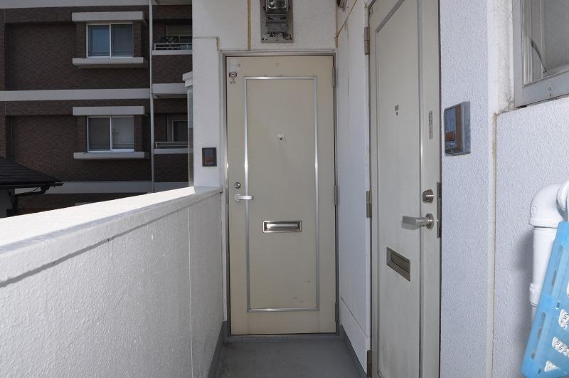 シンプルな玄関ドア!