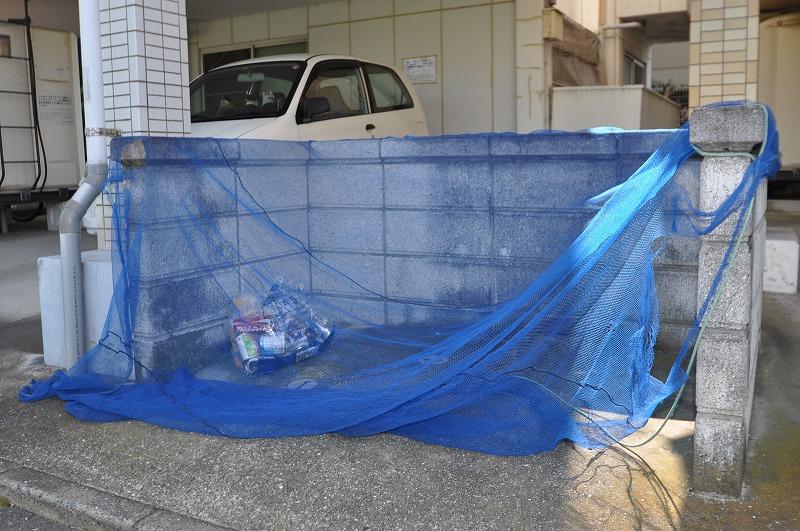 ゴミの飛散を防ぐネット付き置き場♪