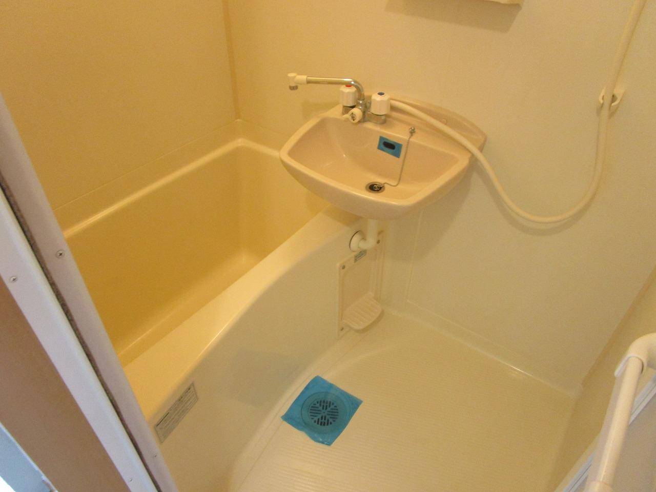 すっきりとした清潔感の有る浴室♪
