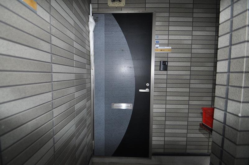 シックなツートンカラーの玄関ドア!