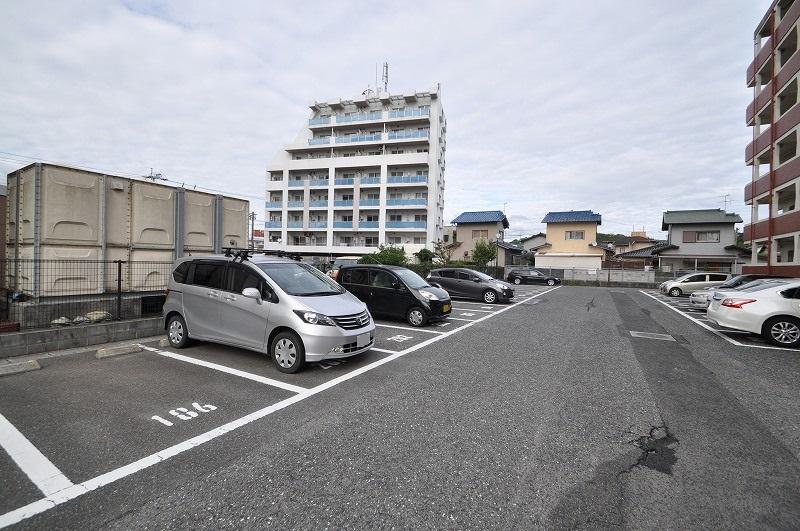 世帯数以上の駐車場確保☆