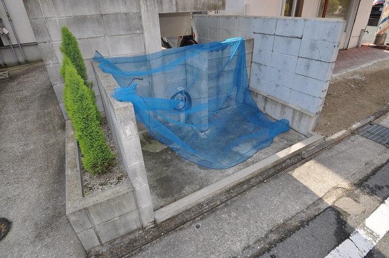 ゴミの飛散を防ぐ専用のゴミ置き場!