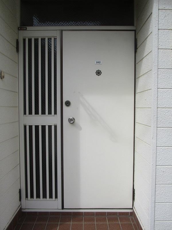 レトロな雰囲気の玄関ドア!