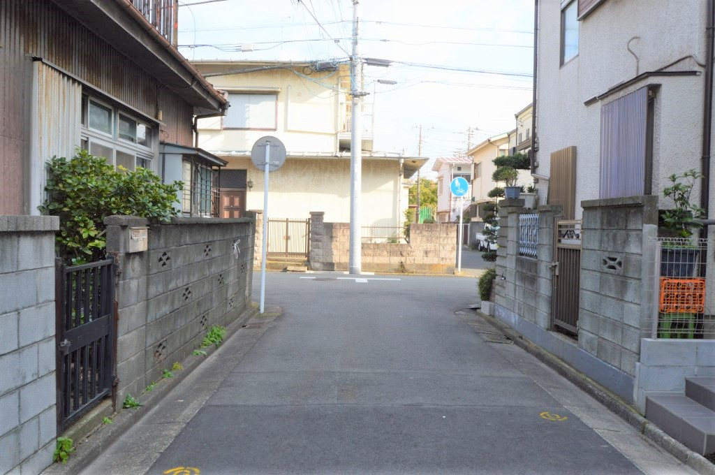前面道路は接道約3.83m/間口約2.00m