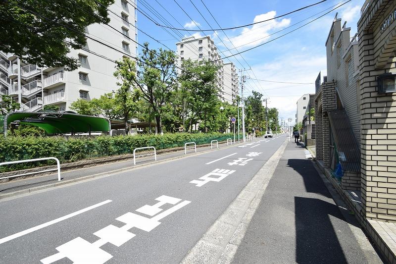 前面道路は幅員約8.7m/間口約8.4m