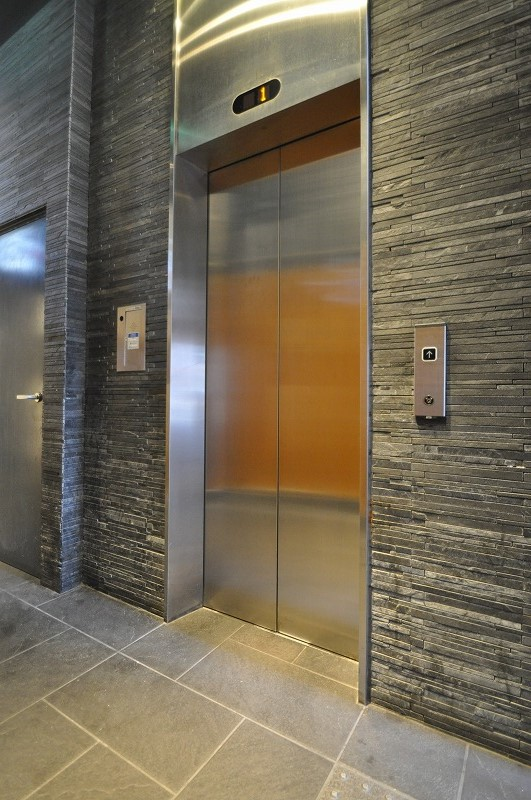 綺麗なエレベーター1基!
