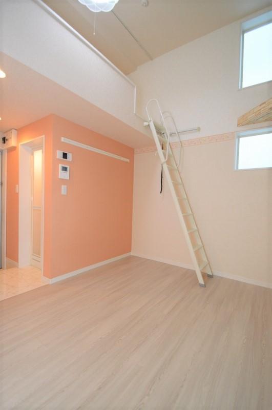 白を基調とした清潔感あふれる居室♪
