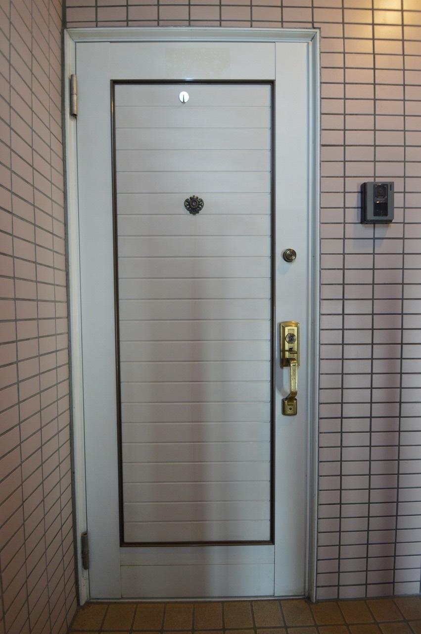 欧風のデザインが魅力的な玄関ドア☆