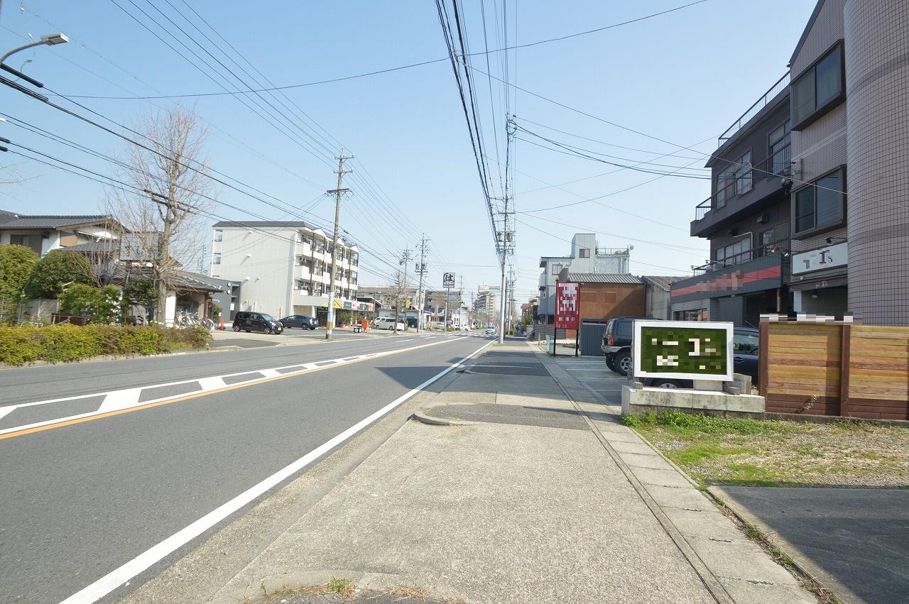 テナントの看板が映える見通しの良い前面道路!