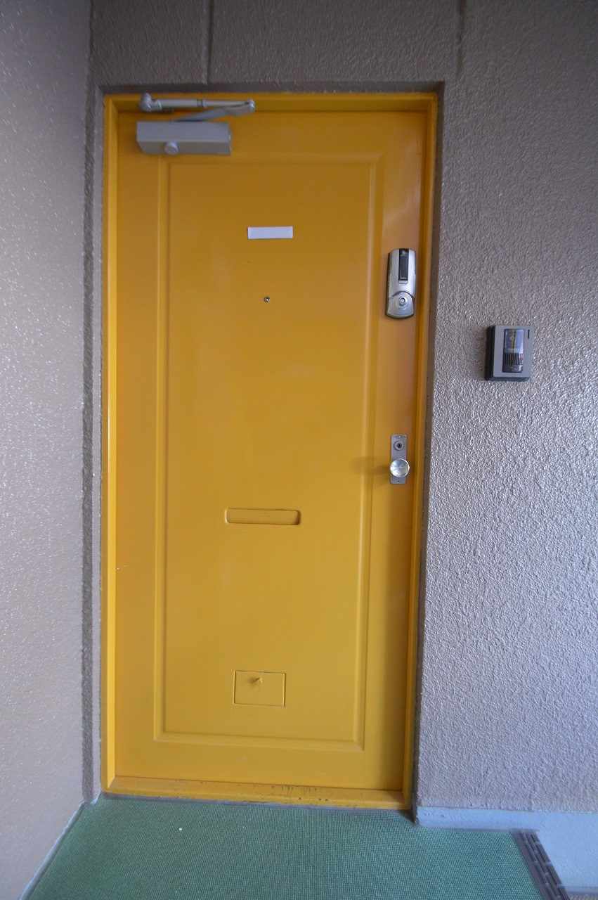 モニターホン・オートロック付きの玄関ドア!