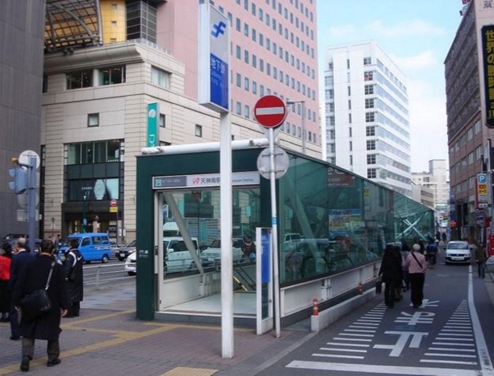 最寄りの天神南駅まで徒歩圏内!