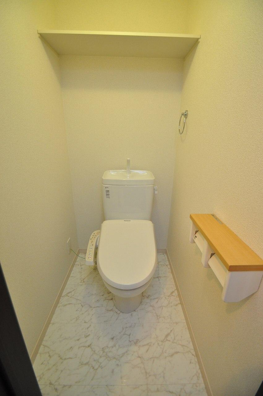 ウォシュレット付きのゆったりとしたトイレ♪