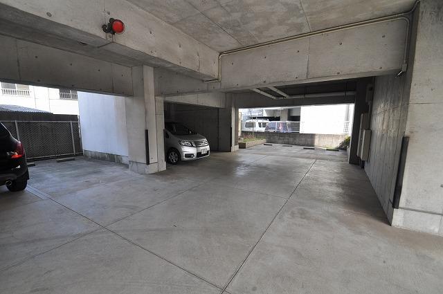 戸数分の駐車スペース有ります♪