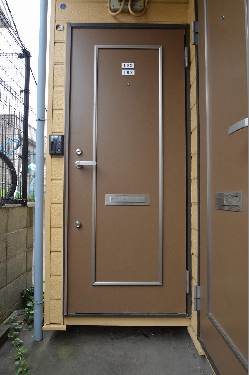 落ち着きがあり上品な玄関扉!