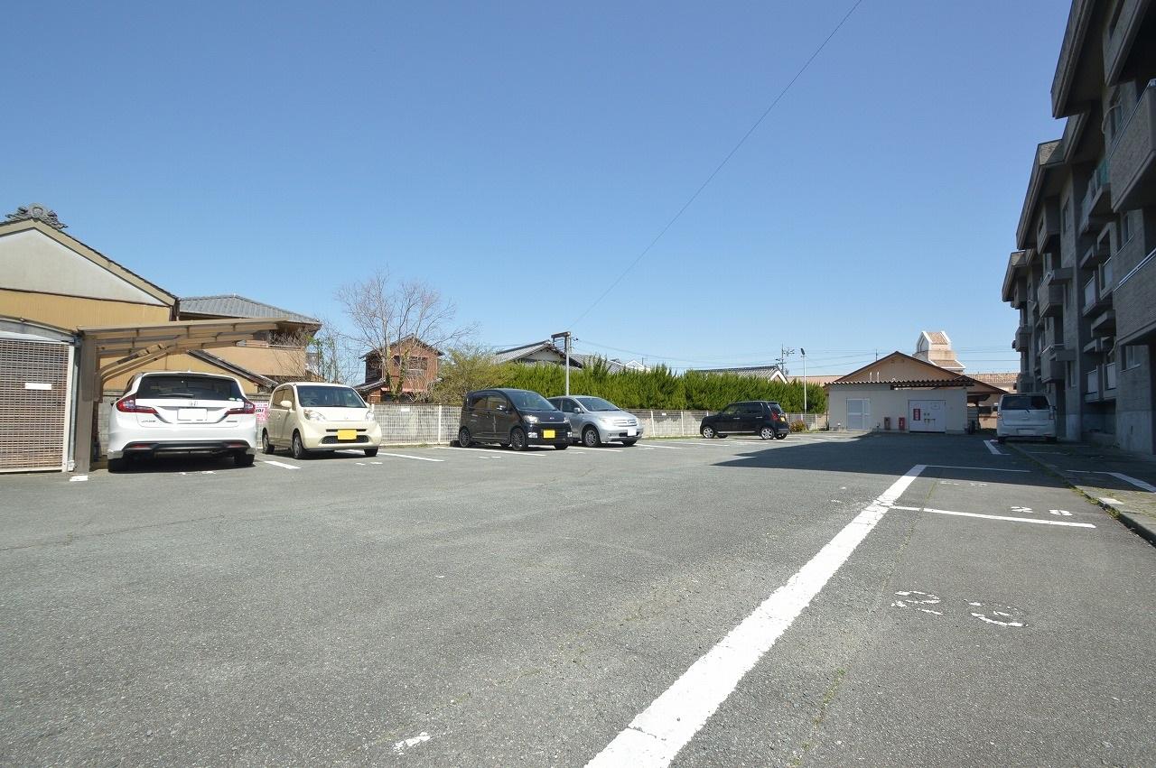 460坪超の広々とした敷地!戸数分以上の駐車スペース有♪