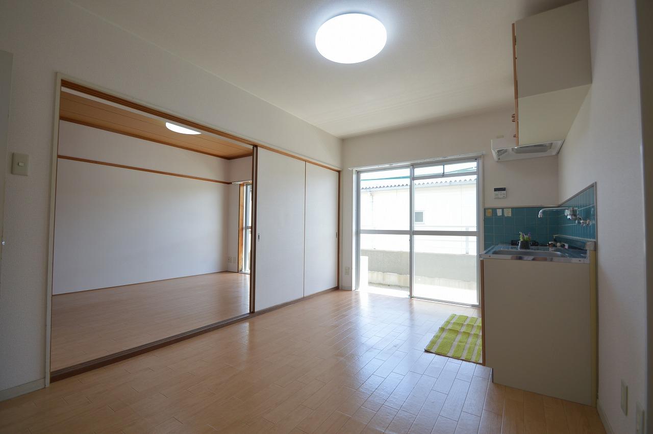 陽当りが良く、2部屋併せて13帖以上の広々空間☆