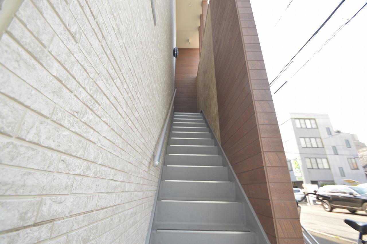 雨の日も濡れずに上がれる共用階段☆