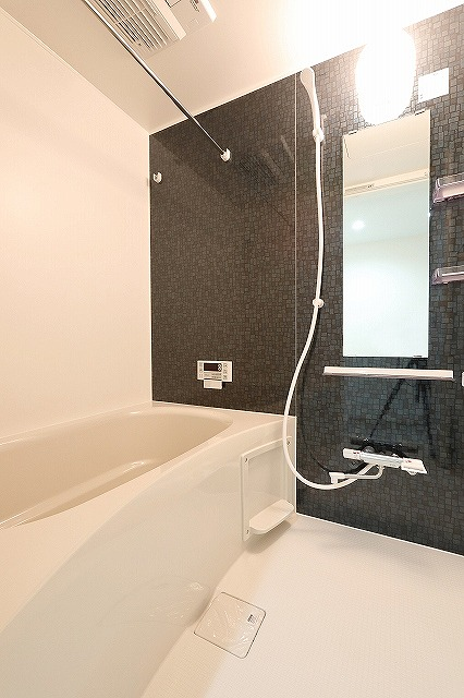シックな色合いが大人の雰囲気を醸し出す浴室☆