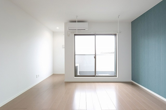 光差し込む明るい雰囲気の洋室!