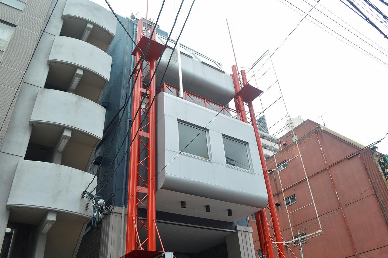 中区新栄に佇む赤い塗装がアクセントになる商業ビル!
