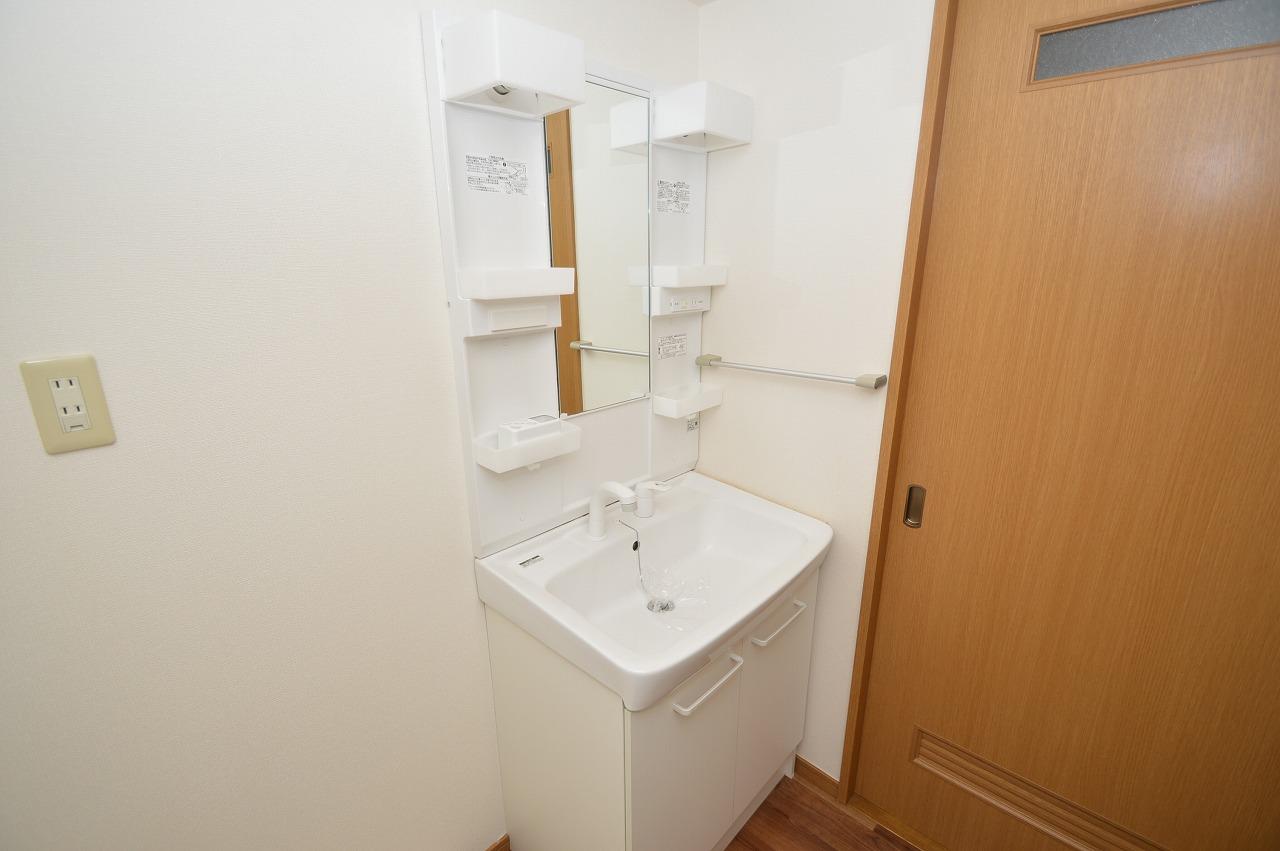 収納性の高い棚付き洗面台☆