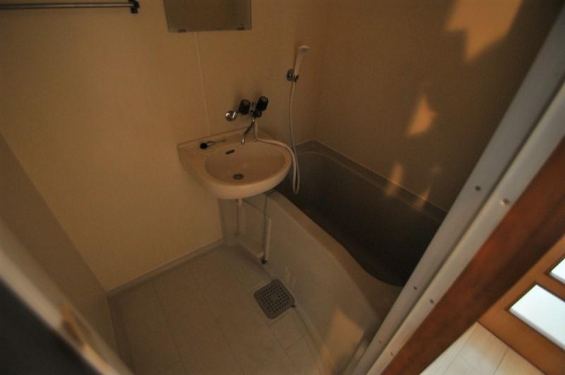 手入れの楽なコンパクトな浴室!