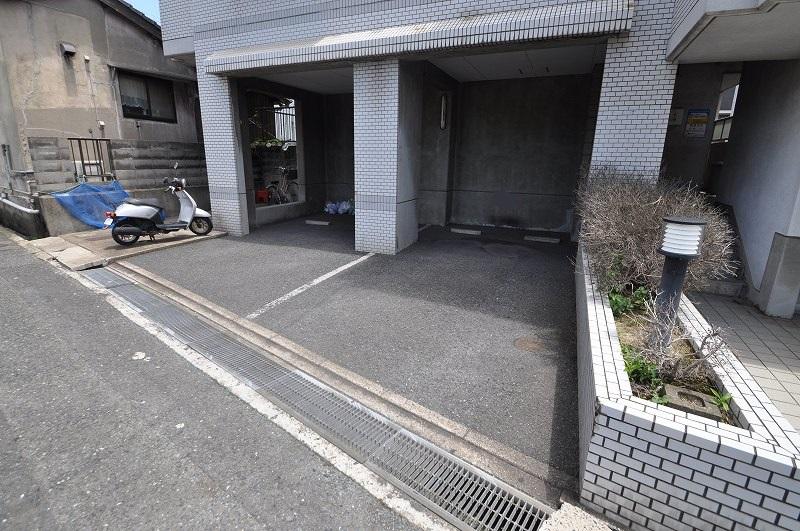 敷地内駐車場完備!
