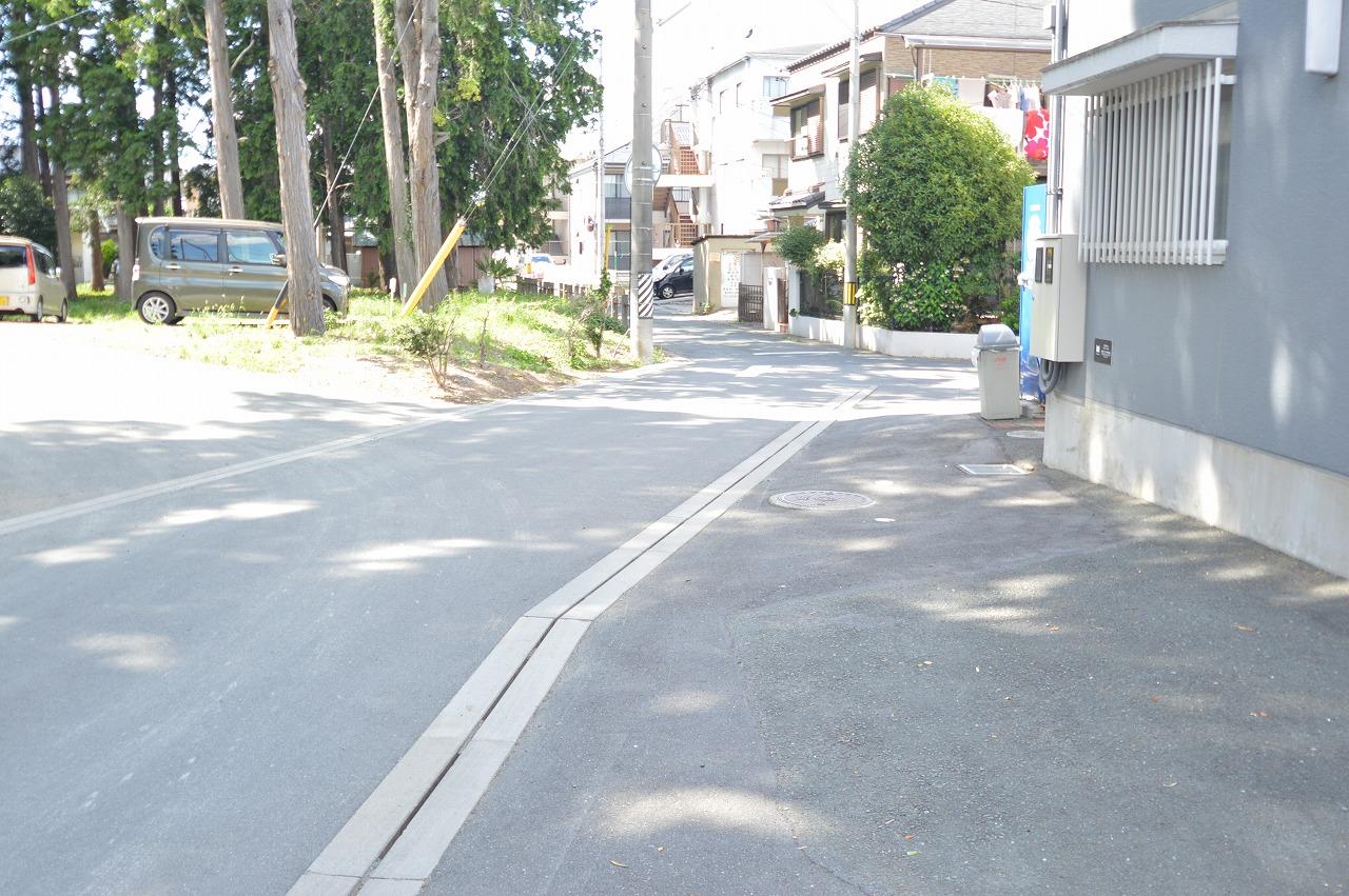 車通りも少なく静かな前面道路◎