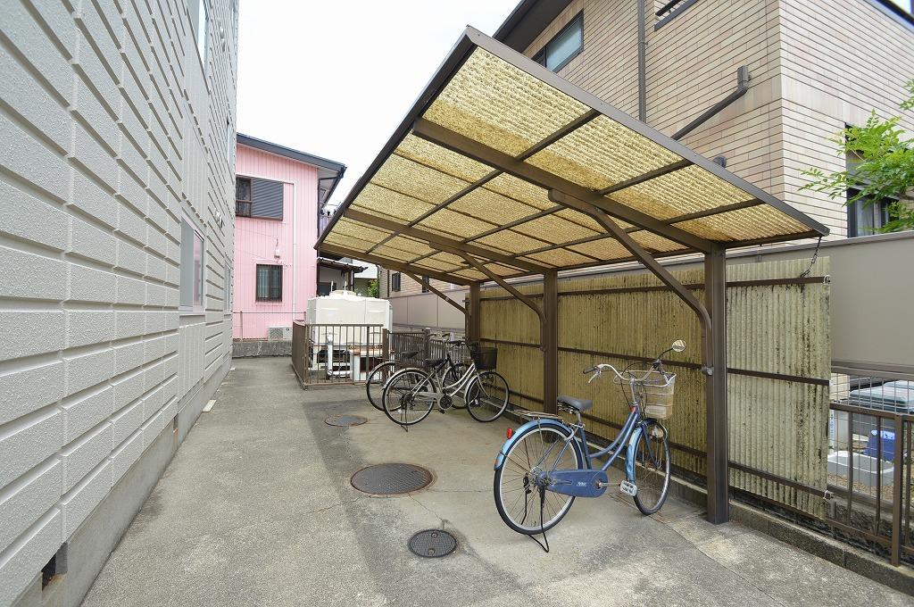 入居者に嬉しい屋根付きの駐輪スペース☆